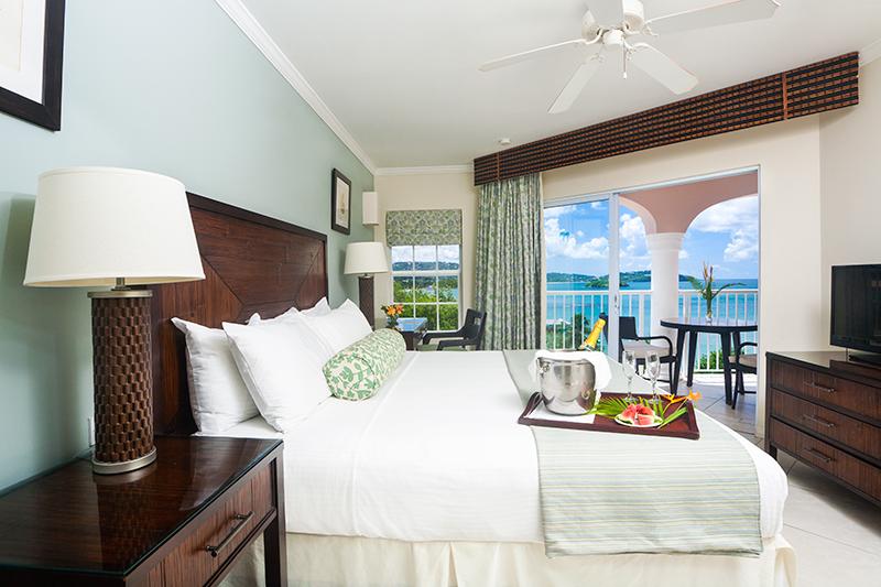 1--Bedroom-Ocean-View-Suite-(Bedroom)-I