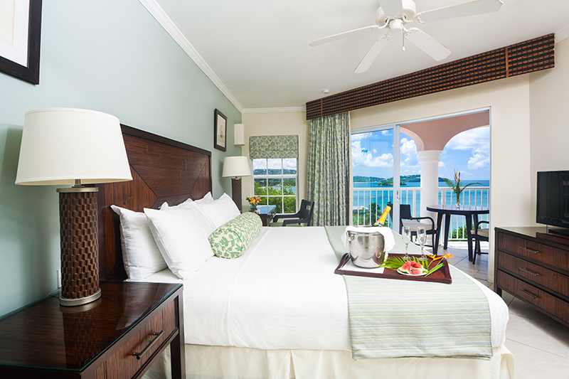 1--Bedroom-Ocean-View-Suite-(Bedroom)-I