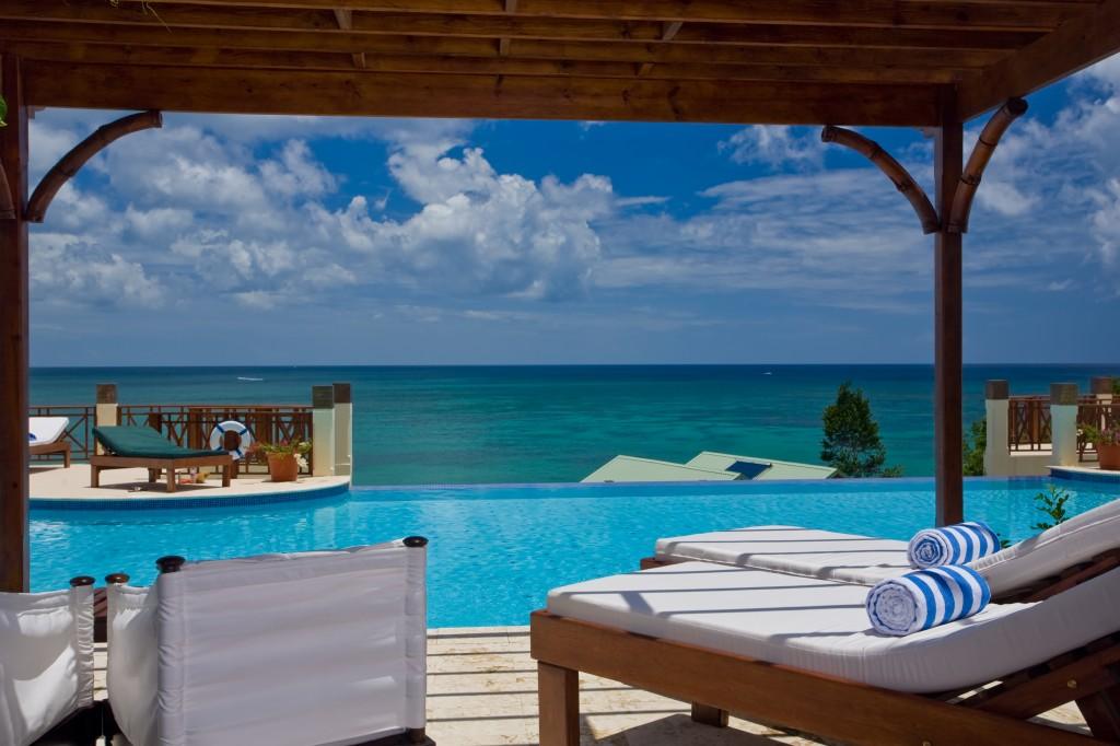 Swim up Jr. Suite patio - Calabash Cove