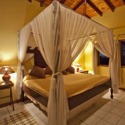 Villa-Capri-master-suite